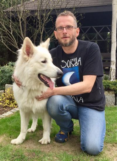 Tomasz Konina z psem Maxem (archiwum prywatne)